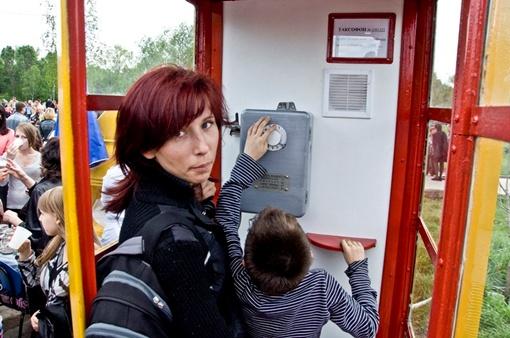 Позвонить родным из советской телефонной будки спешили все от мала до велика.