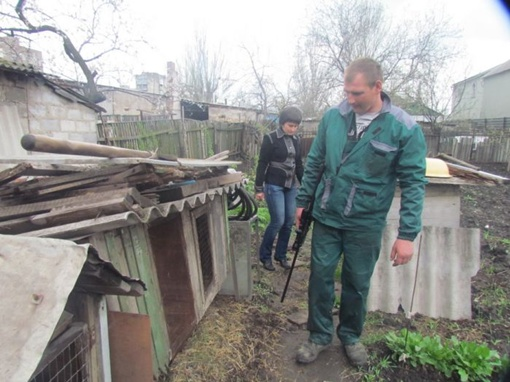 Для отлова волчиц выезжала и вооруженная шприцеметами бригада КП «Животные в городе», из Донецка. Фото: 0629.