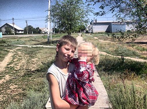 Никто и подумать не мог, что Леша способен на такое - с виду обычный мальчишка, помогает родителям, души не чает в племяннице. Фото vkontakte.ru.