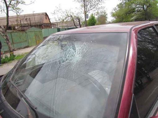 Поле столкновения разбилось стекло. Фото: Николай Рябченко.