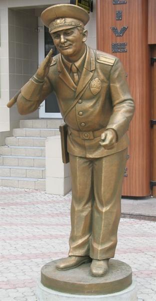 Памятник доброму гаишнику. Фото: КП.