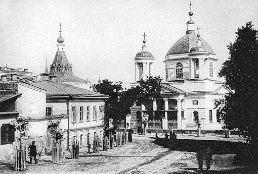 В церкви Николы Доброго на Подоле Булгаков и Татьяна Лаппа обвенчались (здание не сохранилось).