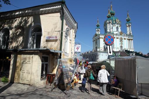 Молодая семья поселилась в доме №38 напротив Андреевской церкви.