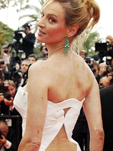 Белоснежный наряд Ума дополнила изумрудными украшеними от Chopard. Фото Daily Mail.