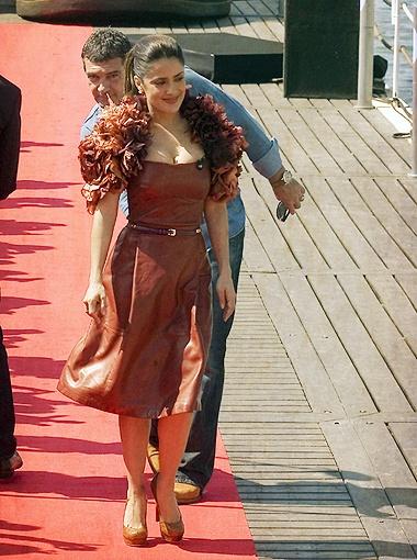 Модным домом Гуччи владеет супруг Сальмы, так что актриса - ходячая реклама семейного бизнеса. Фото Splash/All Over Press.