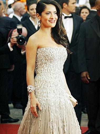 Вечером Сальма Хайек появилась в изумительном жемчужно-сером платье. Фото АР.