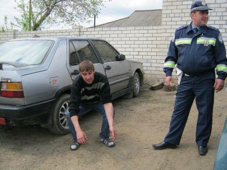Мужчина уснул. Фото: lugansk.comments.ua.