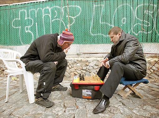 Когда приезжих загоняют в шаховую ситуацию, они часто отвечают матом. Фото Максима ЛЮКОВА.