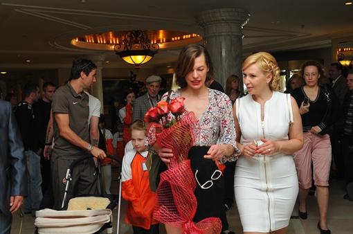 Мила Йовович вместе с Татьяной Пономаренко-Левераш. Фото: Константин Буновский.