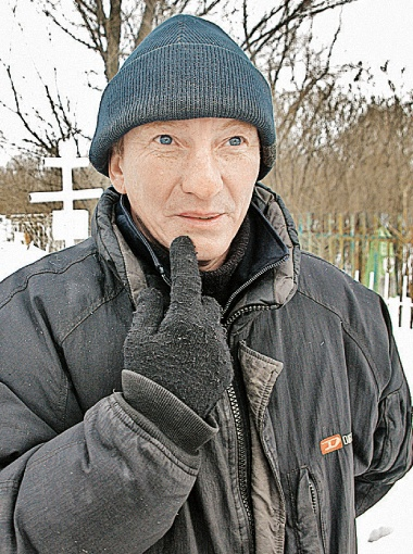 Кладбищенский смотритель Василий лишился денег, которые копил 10 лет.