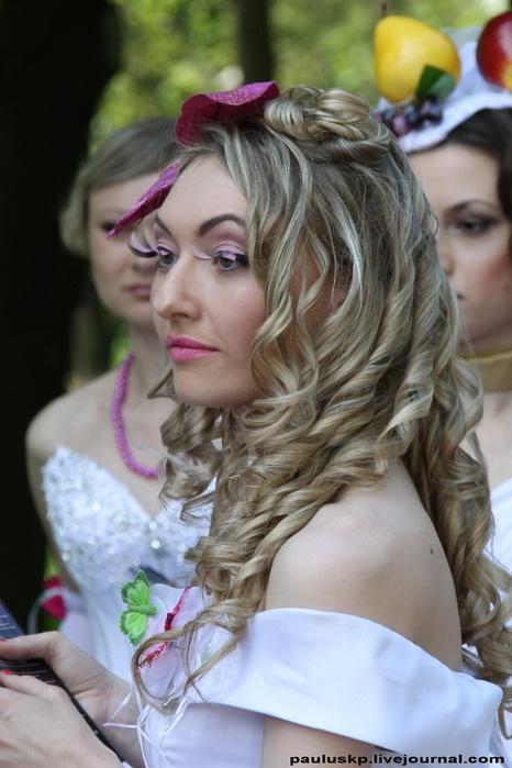 В параде принимает участие более 100 невест. Фото: Александра Борушко.