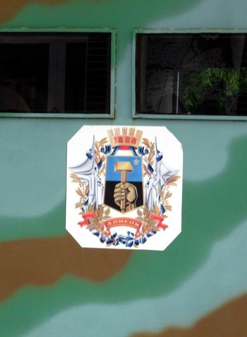 Весь в камуфляже и с гербом Донецка. Фото: ostro.org.