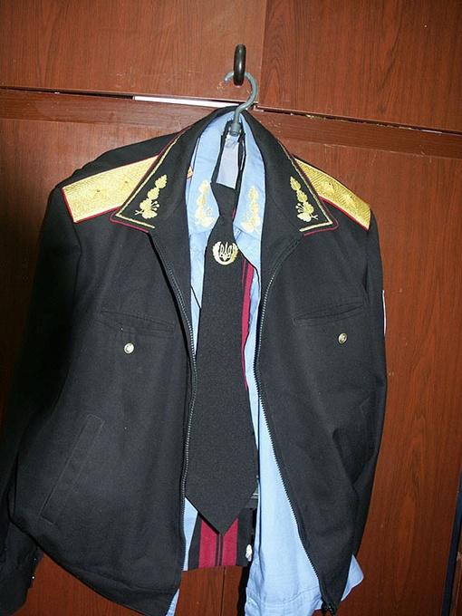 Эту генеральскую форму тоже изъяли у задержанного. Фото ЦОС УМВДУ в Полтавской области.