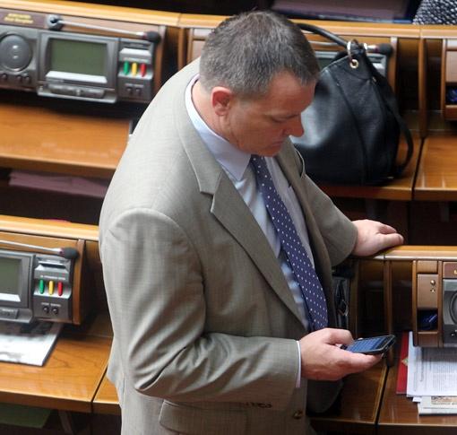Колесниченко не захотел показывать «КП» свой iPhone.