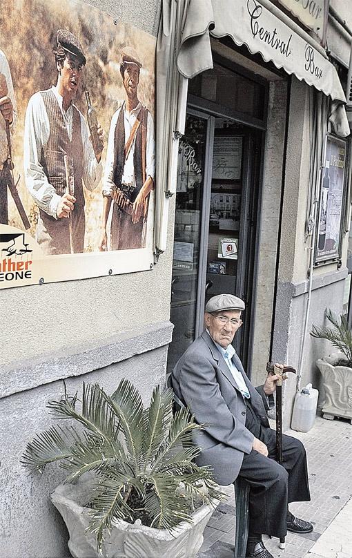 Пенсионеры Неаполя готовы опереться на наших безработных. Фото Алексея БЕЛЯНЧЕВА.