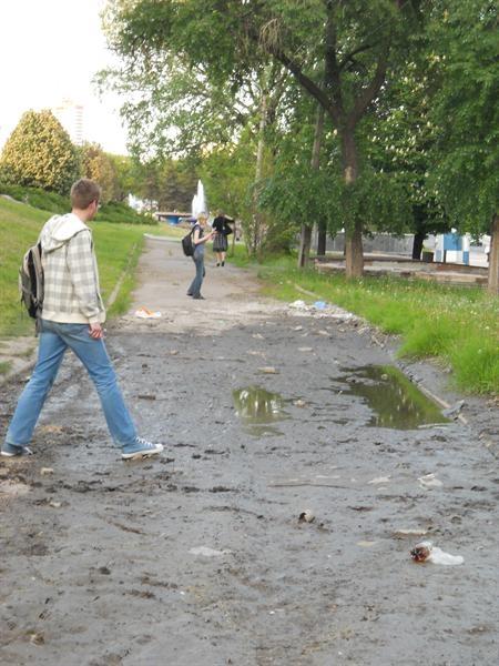 Люди не могут нормально перейти дорогу. Фото: Вгороде.