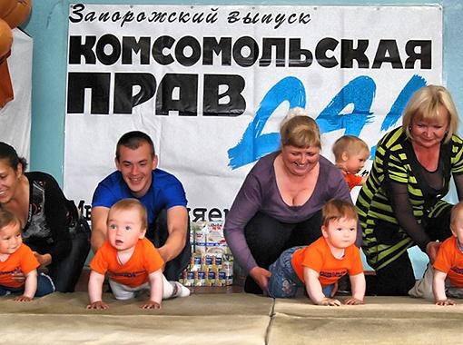 Стартовали участники с мамами, папами и бабушками.