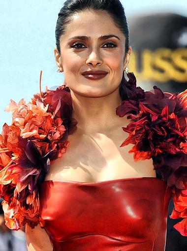 Сальма Хайек в день открытия кинофестиваля: эффектна в красном... Фото Splash/All Over Press.