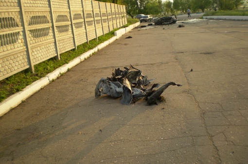 Разбросанные части авто. Фото: МЧС.
