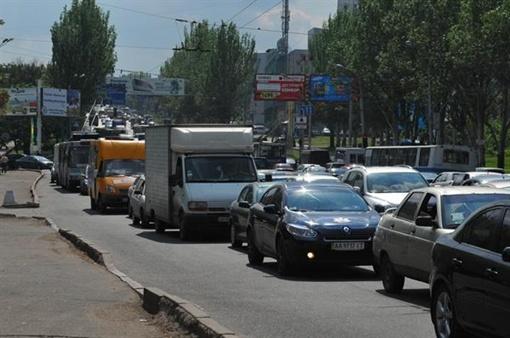 Центр Донецка замер в пробке. Фото: Юлия Ткаченко.