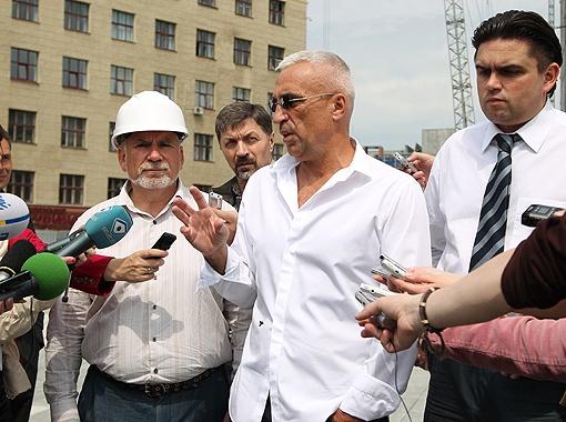 Александр Ярославский рассказал журналистам об архитектурном решении будущих объектов.