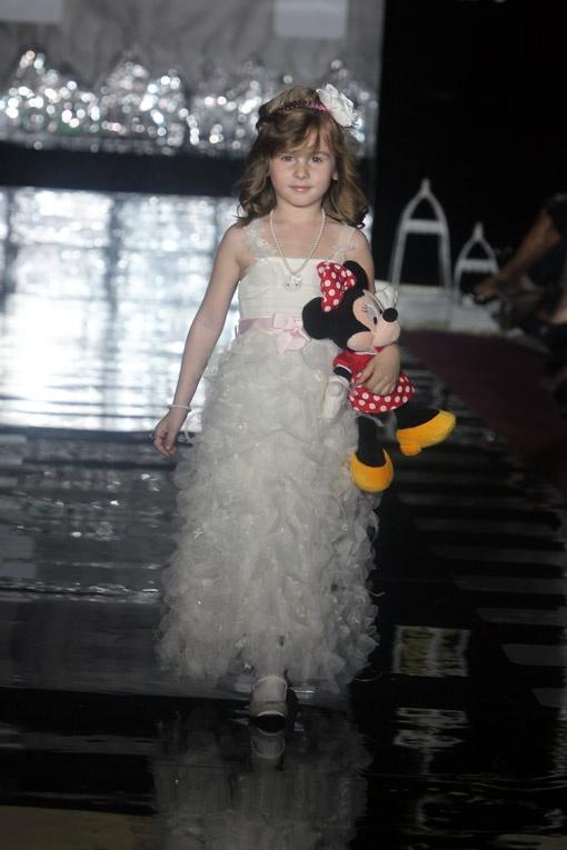 В качестве моделей себя попробовали дочь клипмейкера Алана Бадоева - Лолита...