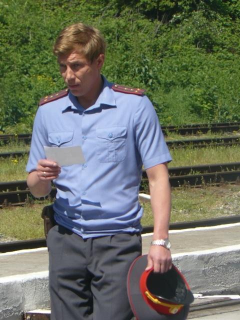 По сюжету герой Бухарова ищет на вокзале свидетельницу происшествия.