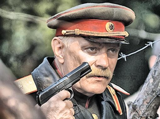 Михалкова отождествляют с Котовым. Такой назад не повернет! Фото Алексея Белянчева.