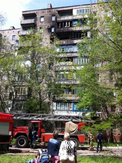 Пять квартиры в 9-этажном доме выгорели практически полностью. Фото: ilich.in.ua.