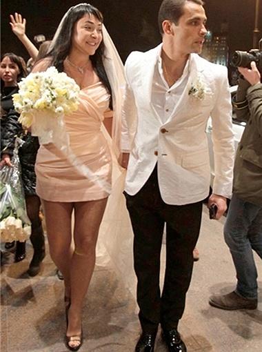 20 тысяч евро за смелость - Лолита вышла замуж в ультракоротком мини.