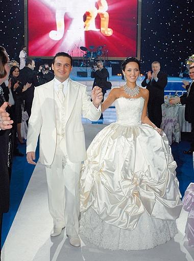 100 тысяч долларов - столько выложила за свадебный наряд Алсу.