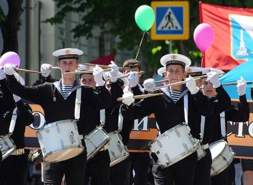 В Севастополе помпезно отметили День пионерии фото 2