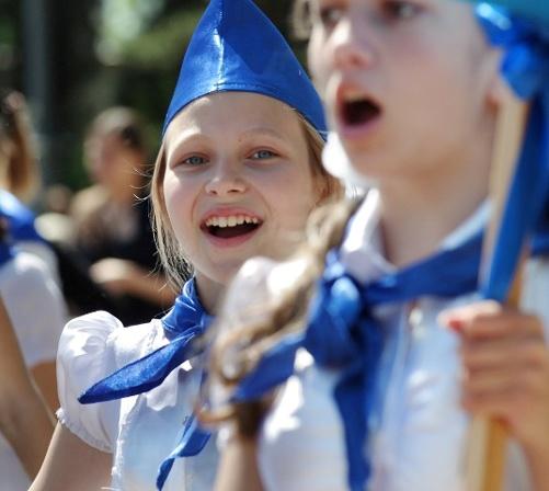 В Севастополе помпезно отметили День пионерии фото 3