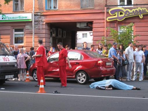 Водитель мотоцикла умер на месте аварии. Фото Олеся Кучеренко.