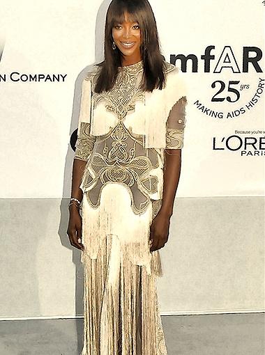 Наоми Кэмпбелл выбрала светлое платье с прозрачными вставками. Фото Splash/All Over Press.