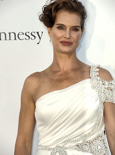 45-летняя Брук Шилдс смело носит наряды белого цвета. Фото Splash/All Over Press.