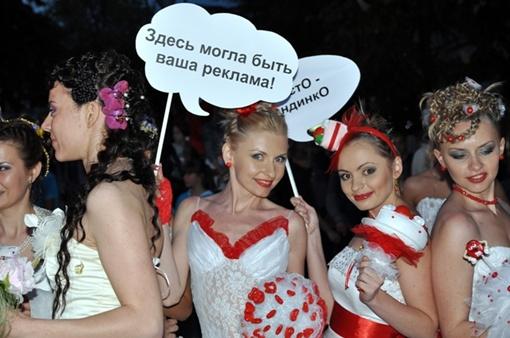 Все девушки разделились на 9 разных групп. Фото Виталия ПАРУБОВА.
