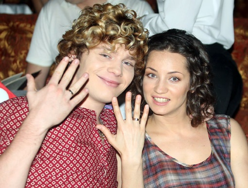 На показе были замечены молодожены Саша Кривошапко и Таня Денисова. Кто знает, возможно, венчальные наряды они приобретут именно у Илоны Куц.