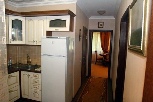 Дача без излишеств: кухонька, две комнатки и ванная. Всего около 35 квадратных метров.