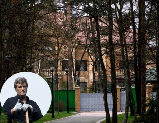 Похоже, Виктору Андреевичу очень уж понравилась президентская дача. Фото с сайта pravda.com.ua.