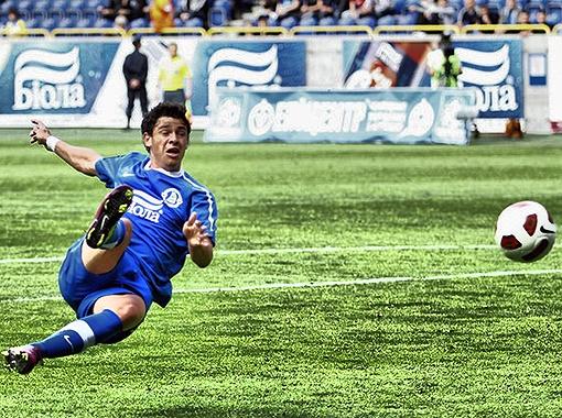 Мяч у Джулиано никак не идет в ворота. Фото Павла Дацковского.