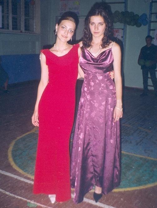 Одноклассники изумились, увидев, как Вера (слева) из «пацаненка» превратилась в леди. Фото из личных архивов героев материала.