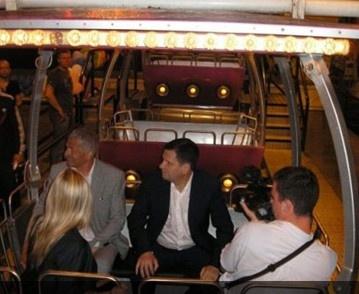 Среди первых пассажиров - мэр Одессы. Фото: life.comments.ua