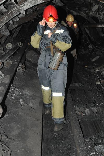 Участница песенного конкурса «Евровиденье-2011» от Украины Мика Ньютон сегодня посетила шахту Горького в Донецке