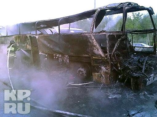 Автобус выгорел полностью. Фото пресс-службы ГУ МЧС по Московской области.