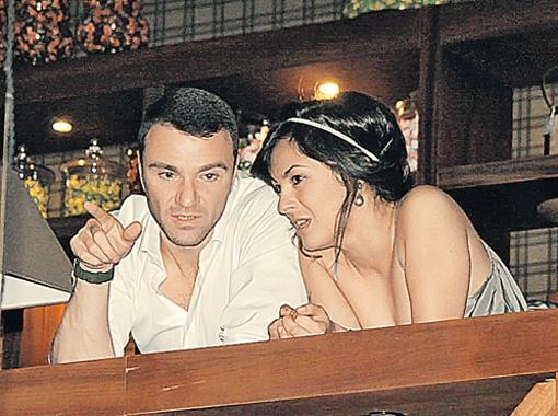 Фигурист и депутат Антон Сихарулидзе не оставлял ни на минуту подругу Яну.