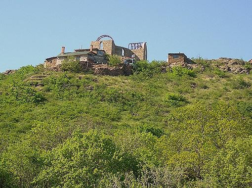 Свой дом на горе Николай Иванович строил по образцу сакли горцев.