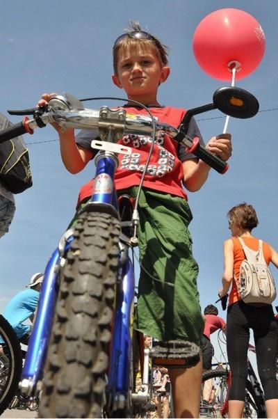 7-летний Тимофей хочет, чтобы в городе были велосипедные дорожки, чтобы мама не волновалась за папу.