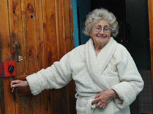 Зоя Краснокутская (ее дверь слева от кв. №31) и сейчас дружит с первой леди страны.