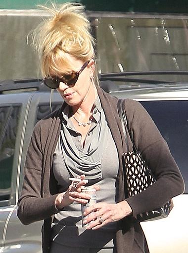 Актриса курит как паровоз... Фото All Over Press.